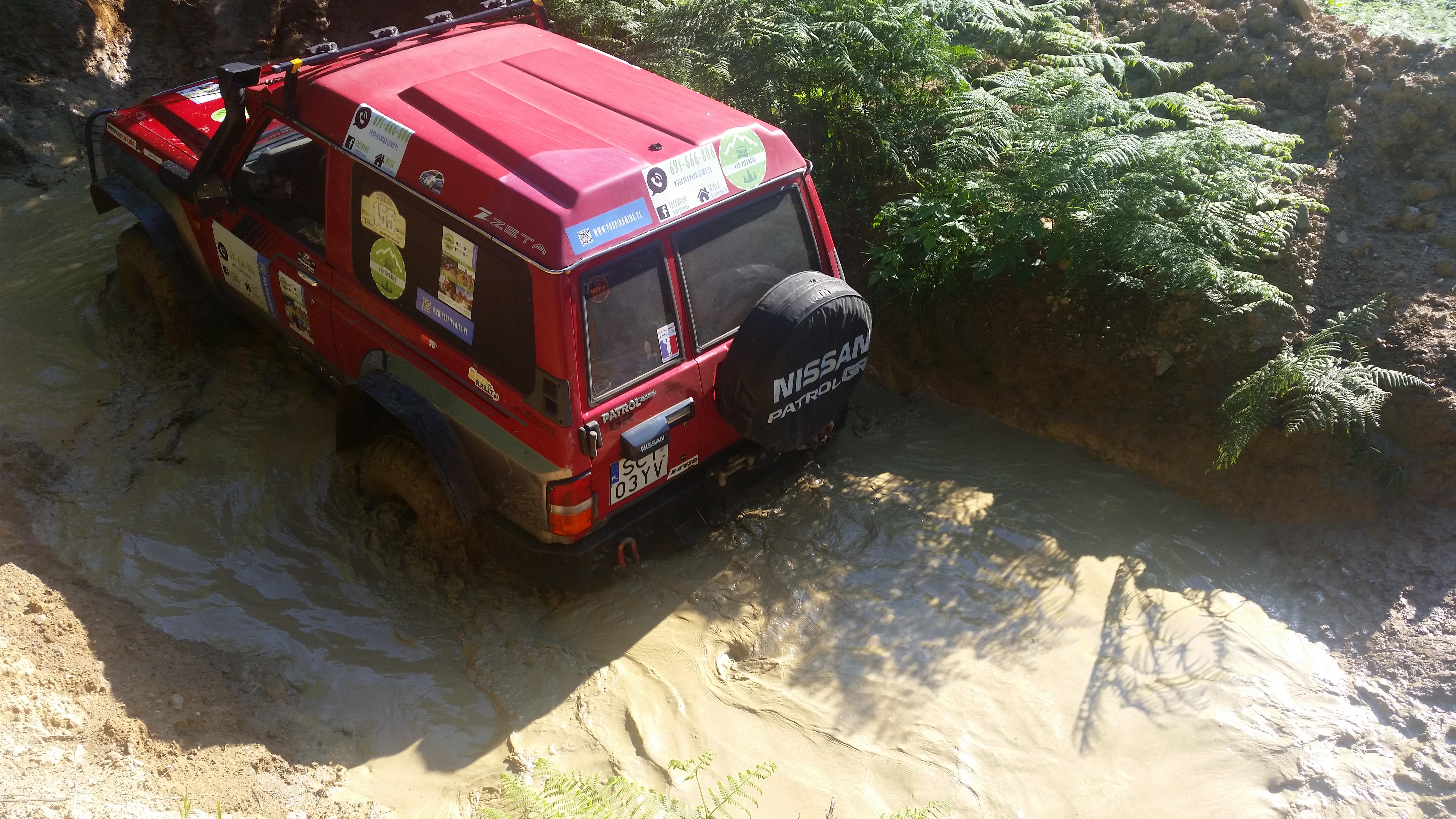 Wody po kostki na torze off-road Pod Piramidą w Wiśle