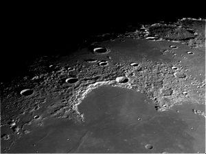Kratery księżyca widoczne w obserwatorium Pod Piramida